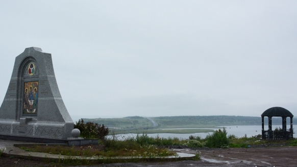 Ротонда из уральского камня Змеевик Шабровский для Администрации Углегорского муниципального района Сахалинской области