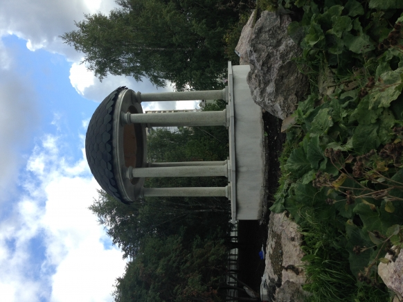 Колонны из Мансуровского гранита  к изделию Ротонда из натурального  камня для города Нижний Тагил