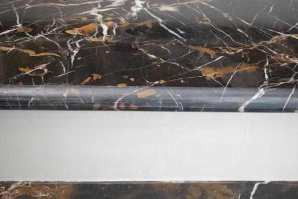 Лестница из камня. Мрамор во всей своей красе. Фото с объекта