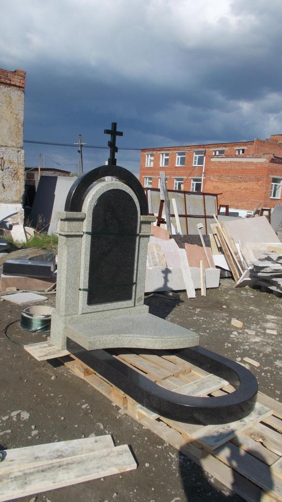 Мемориальный комплекс(гранитный памятник) в сборке перед отгрузкой.